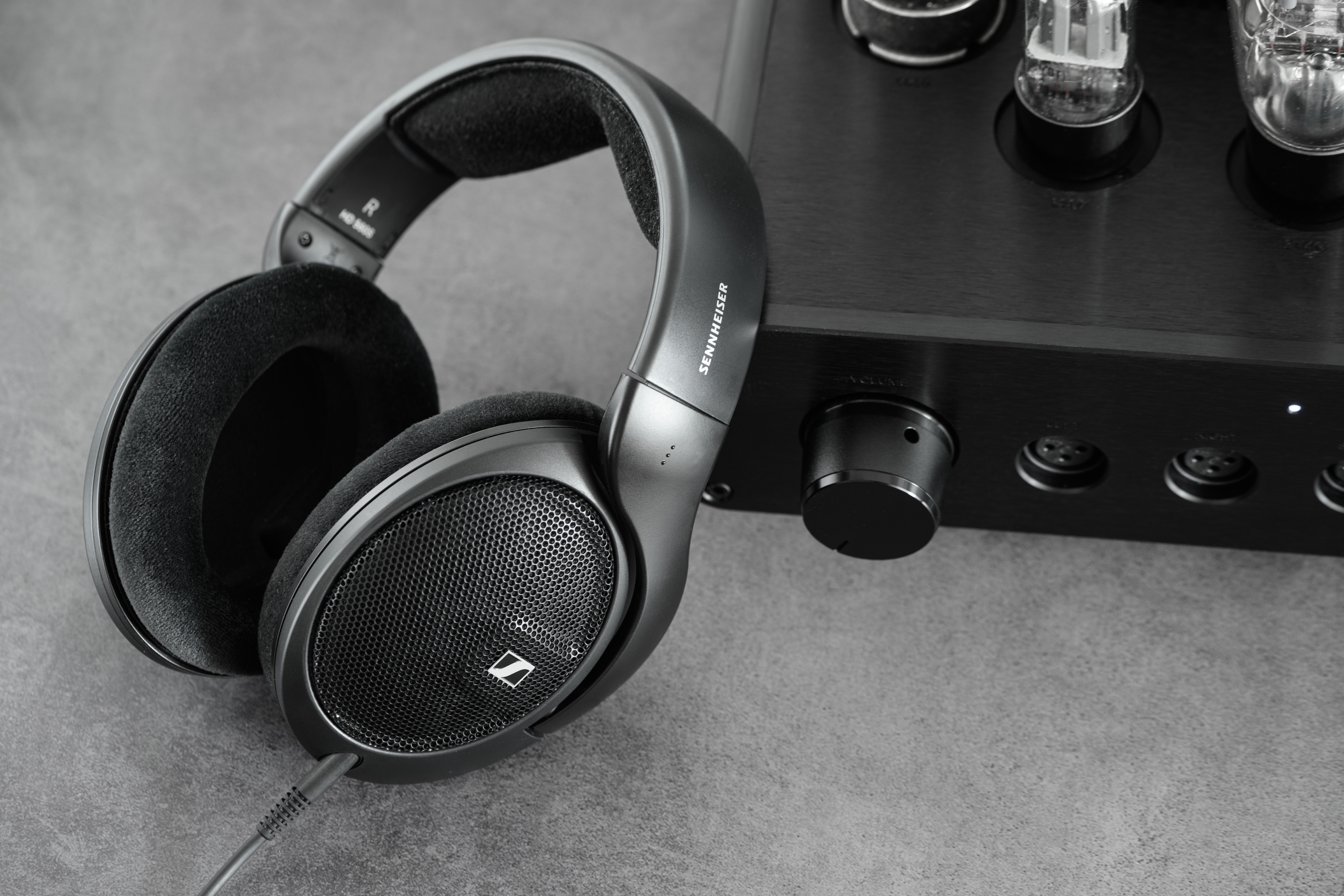 HD 560S Product Mood Shot 3